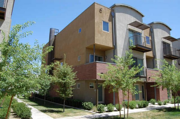 Front view 525 town lake condos