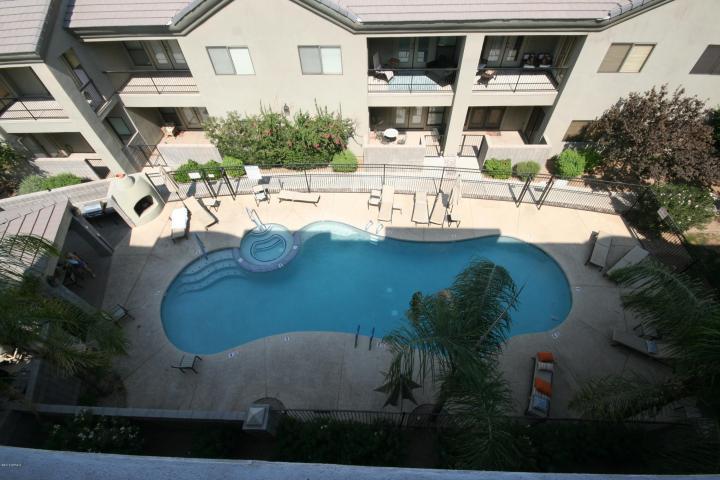 Pool topview la brezza condos